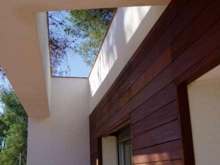 Detalle de acceso: Casas de estilo mediterráneo por Oleb Arquitectura & Interiorismo