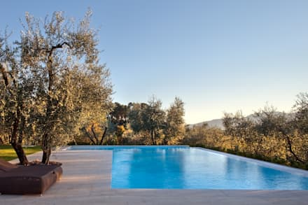 rustic Pool by MIDE architetti