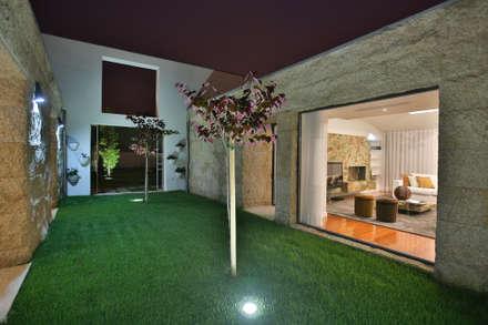 Moradia MC: Jardins modernos por RDLM Arquitectos associados