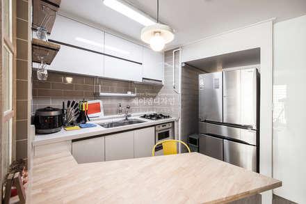 영통 매탄동 동남아파트 22평인테리어: JMdesign 의  주방