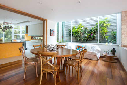 tropical Dining room by Maria Claudia Faro