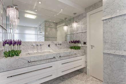 Apartamento Palazzo: Banheiros modernos por Designer de Interiores e Paisagista Iara Kílaris