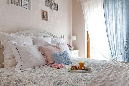 Francuski zakątek: styl , w kategorii Sypialnia zaprojektowany przez DreamHouse.info.pl