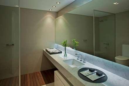 Zencity : Baños de estilo moderno por victorialosada