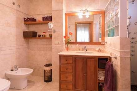 Baños de estilo rústico por Narai Decor