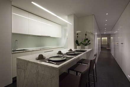 Cocina: Cocinas de estilo  por Sanchez + Sanchez Proyectos