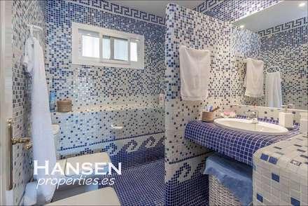 baño: Baños de estilo  por HansenProperties