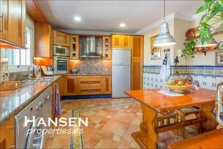 cocina: Cocinas de estilo  por HansenProperties