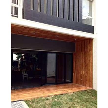 : Casas de estilo  por sancheztaffur