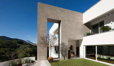 : Casas de estilo  por PORTICO Arquitectura + Construcción
