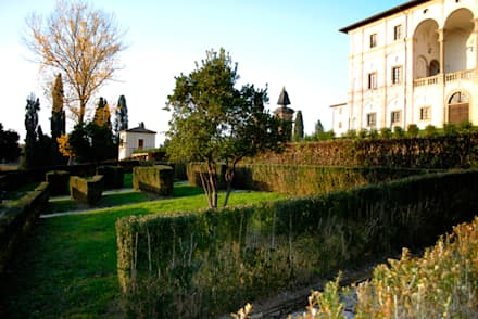 Il Parco e la Villa Margherini Graziani: Musei in stile  di Architetti Laura Romagnoli e Guido Batocchioni Associati