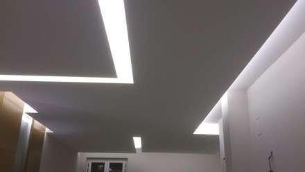 CASA T&: Soggiorno in stile in stile Minimalista di  lidia tecla sivo architetto - studio di progettazione