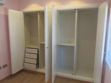 """REFORMA INTEGRAL VILLA """"EL PRESIDENTE"""": Dormitorios de estilo clásico de Rudeco Construcciones"""