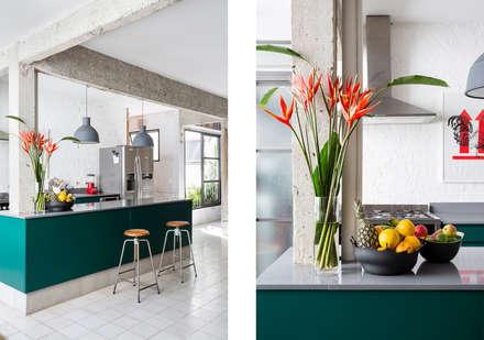 Apto. João: Cozinhas minimalistas por RSRG Arquitetos