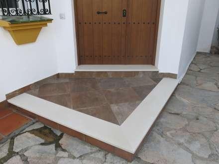 classic Walls & floors by Rudeco Construcciones