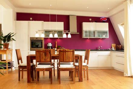Dachgeschosswohnung: moderne Küche von ORTerfinder