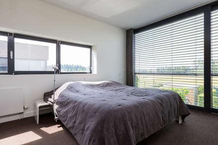 Woonhuis PMTJ Eindhoven : moderne Slaapkamer door 2architecten