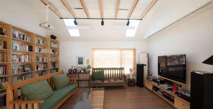 대전 하기동 단독주택: 비온후풍경 ㅣ J2H Architects의  거실
