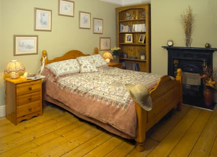 Country style bedroom design: rustic Bedroom by Style Within