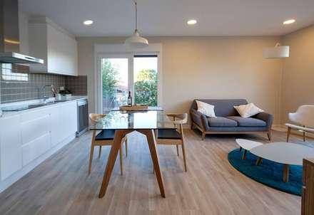 Salón-comedor modelo Chipiona de Casas inHaus.: Comedores de estilo moderno de Casas inHAUS