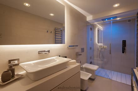 Villa on lake Garda: Bagno in stile in stile Moderno di Andrea Bonini luxury interior & design studio