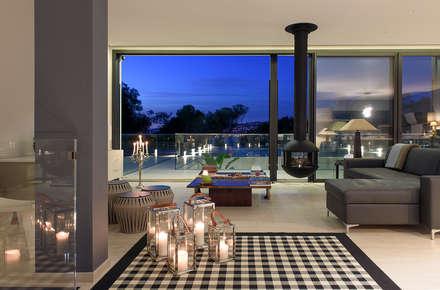 Villa GP: Salon de style de style Moderne par frederique Pyra architecte