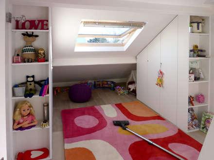 Réhabilitation à Noisy le Roi: Chambre d'enfant de style de style Moderne par Olivier Stadler Architecte