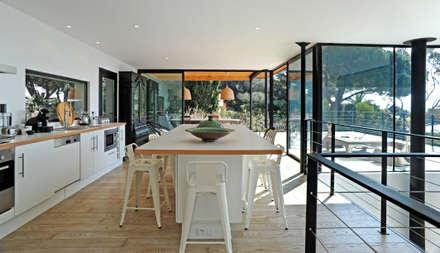 Villa M1: Cuisine de style de style Moderne par frederique Pyra architecte