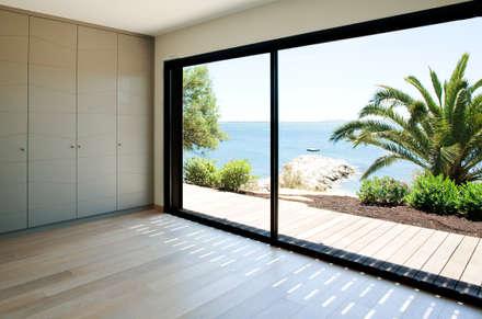 Villa C2: Chambre de style de style Minimaliste par frederique Pyra architecte
