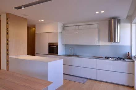segno contemporaneo: Cucina in stile in stile Minimalista di marco tassiello architetto