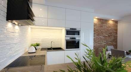 Modern Line, biała + Historic Line: styl , w kategorii Kuchnia zaprojektowany przez ITA Poland s.c.