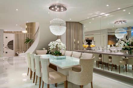 Casa Orquídea: Salas de jantar modernas por Arquiteto Aquiles Nícolas Kílaris