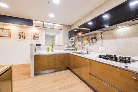 수원시 영통구 이의동 자연앤자이아파트  (48평형): 아르떼 인테리어 디자인의  주방