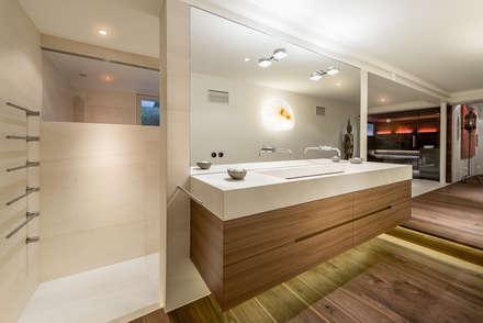 Stilvollendet und reizvoll: Private Design-Sauna:  Sauna von corso sauna manufaktur gmbh
