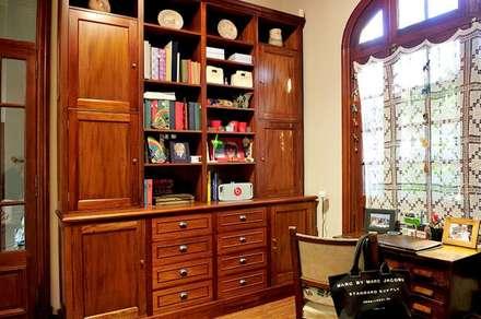 Escritorio + biblioteca: eclectic Study/office by Radrizzani Rioja Arquitectos