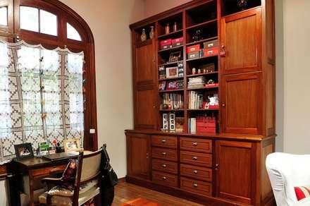 Biblioteca+ espacios de guardado: eclectic Study/office by Radrizzani Rioja Arquitectos