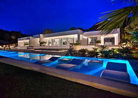 Casa Oasis: Piscinas de estilo moderno de MG&AG.ARQUITECTOS