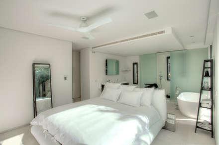 Casa Oasis: Dormitorios de estilo moderno de MG&AG.ARQUITECTOS