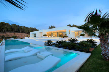 modern Pool by MG&AG.ARQUITECTOS