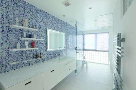 稲荷町の家(リノベーション): 株式会社CAPDが手掛けた浴室です。