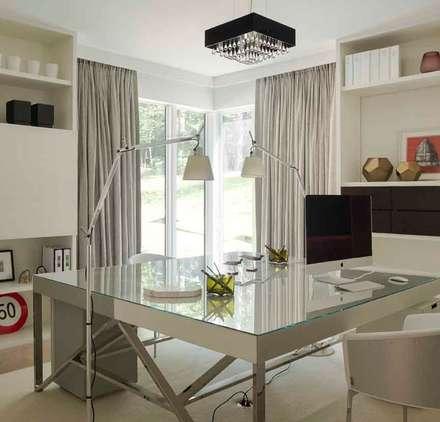 eclectic Study/office by SA&V - SAARANHA&VASCONCELOS