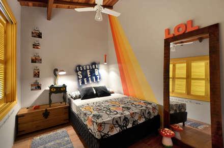 Dormitorios de estilo  por Arquitetando ideias