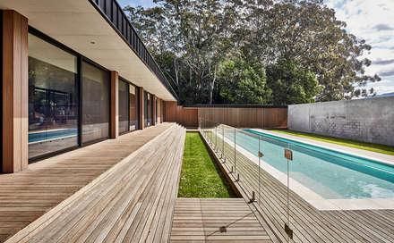Modular Home in Berry, NSW: minimalistic Pool by Modscape Pty Ltd