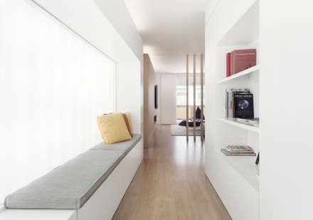 minimalistic Corridor, hallway & stairs by onside