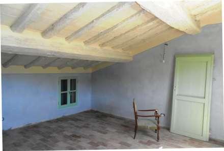 Recupero vecchia abitazione  operaia: Studio in stile in stile Rustico di VECCHI E CIGNI ASSOCIATI ARCHITETTURA