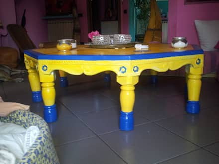 Tavolo indiano fine 800: Soggiorno in stile in stile Coloniale di L'Incanto del Legno