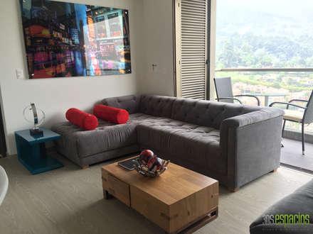 Sala: Salas de estilo moderno por TRESD ARQUITECTURA Y CONSTRUCCIÓN DE ESPACIOS