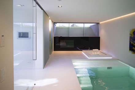 Zwembad: modern Zwembad door Lab32 architecten
