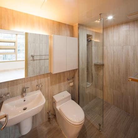 자작나무 ㄱ집 / Birch House: 수상건축의  화장실