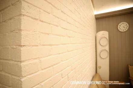 방배동 빌라 리모델링 15PY (신혼집 인테리어): 커먼그라운드의  벽